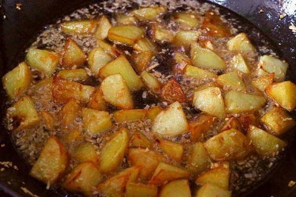 """Có lon coca dở, tôi đổ vào nồi khoai tây, không ngờ thành món ngon """"quốc dân"""" - ảnh 1"""