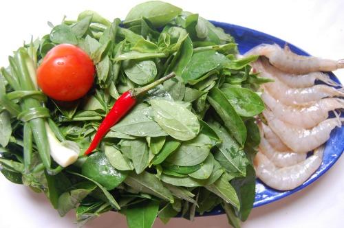 Món ngon mỗi ngày: Rau ngót nấu tôm thịt giải nhiệt ngày nóng - Ảnh 1