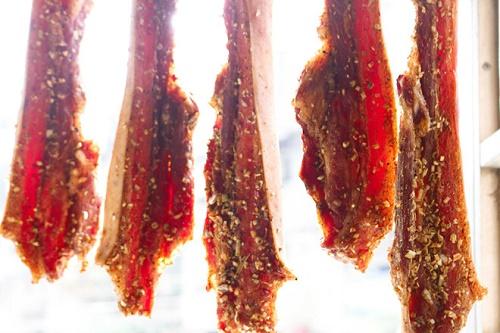 Món ngon mỗi ngày: Nắng nóng 40 độ, tranh thủ làm thịt heo 1 nắng ngon cơm - Ảnh 4