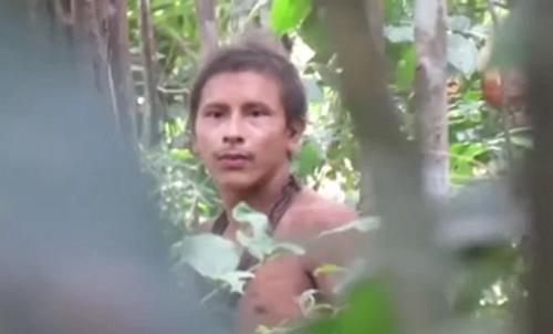 Loạn nhịp tim trước vẻ ngoài điển trai của anh chàng bộ tộc thiểu số ở Amazon - ảnh 1