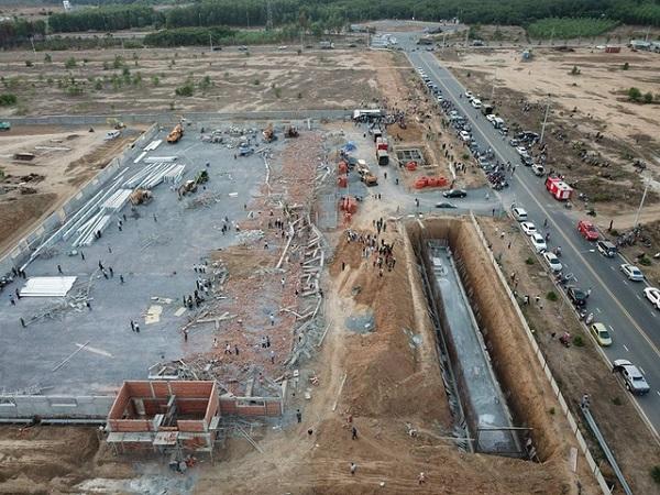 Khởi tố vụ sập tường đang thi công khiến 10 người chết ở Đồng Nai - ảnh 1