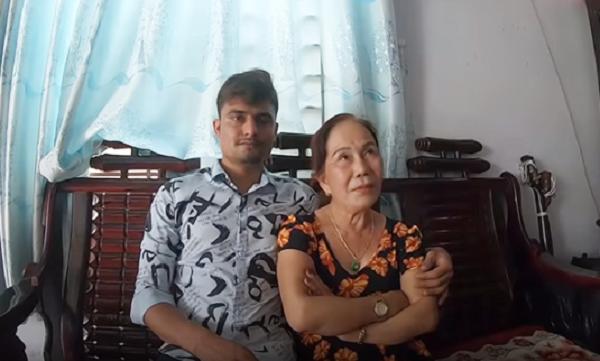 Phản ứng bất ngờ của con gái cô dâu Việt 65 tuổi khi mẹ lấy chồng Tây 24 tuổi - ảnh 1