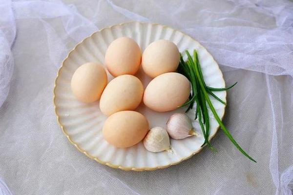 """Vẫn là món trứng quen thuộc nhưng chế biến theo cách này mới gọi là """"cực phẩm"""" - ảnh 1"""