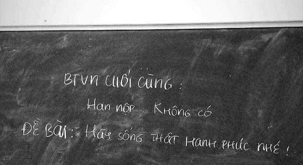 Kết thúc buổi học, cô giáo viết dòng chữ này lên bảng khiến học sinh cuối cấp bật khóc vì xúc động - ảnh 1