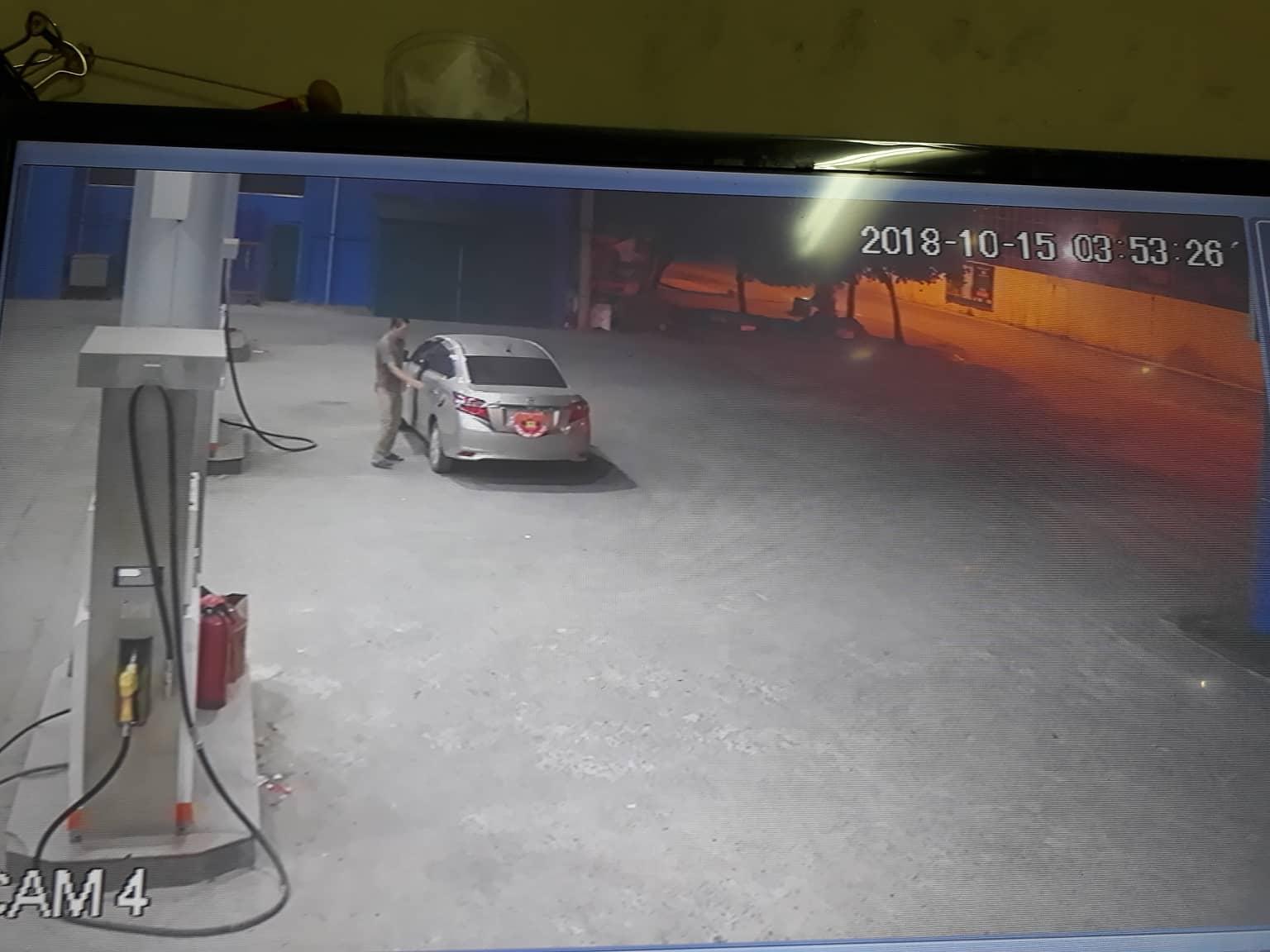 Xôn xao clip thanh niên bảnh bao đi ô tô vào đổ xăng rồi chạy mất dạng - ảnh 1
