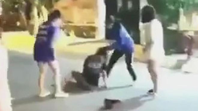 Bạn rủ đi uống cà phê, nữ sinh bị đánh hội đồng rồi tung clip lên mạng xã hội - ảnh 1