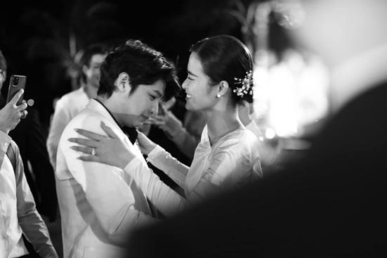 """Đông Nhi tung bộ ảnh nét căng, quậy tưng bừng trong """"siêu đám cưới"""" ở Phú Quốc - ảnh 1"""
