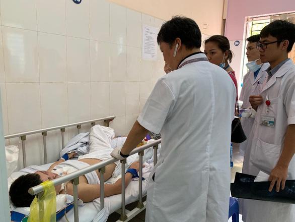 """Nam bệnh nhân """"ngáo đá"""" túm tóc, lên gối đánh nữ điều dưỡng mang thai 4 tháng - ảnh 1"""