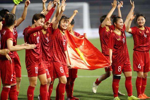 Tổ chức giáo dục lý giải việc tặng cơ hội đi học thay vì tiền mặt cho tuyển bóng đá nữ Việt Nam - ảnh 1