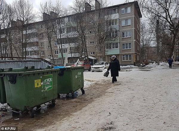 Phẫn nộ bà mẹ nhẫn tâm vứt con vừa sinh vào thùng rác để tiếp tục nhậu nhẹt - ảnh 1