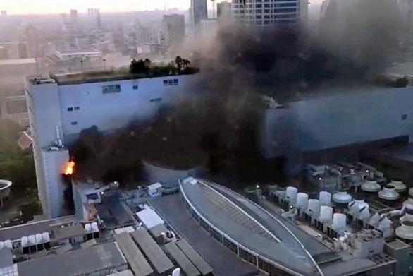 Nhân chứng vụ cháy tòa nhà lớn nhất ở Bangkok: Chuông báo cháy không reo - Ảnh 2