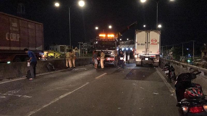 TP.HCM: Tai nạn liên hoàn trên cầu vượt An Sương, 5 người nhập viện - Ảnh 2