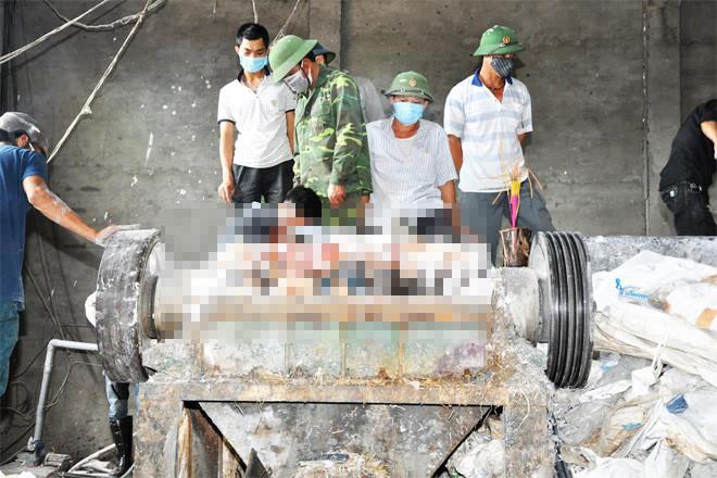 Nam công nhân tử vong vì bị máy xay phế liệu cuốn nát người - Ảnh 1