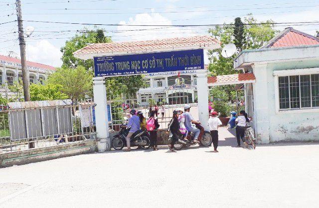 Diễn biến mới nhất vụ thầy giáo bị tố sàm sỡ nhiều nữ sinh ở Cà Mau - ảnh 1
