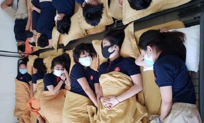 Vụ học sinh trường Marie Curie đeo khẩu trang khi đi ngủ: Hiệu trưởng nhà trường lên tiếng - ảnh 1