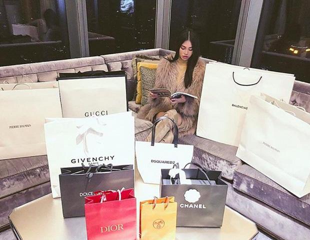 Jolie Nguyễn giàu có thế nào mà tiêu nửa tỷ đồng/tháng? - ảnh 1