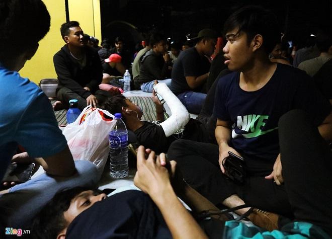 Cận cảnh CĐV Malaysia giẫm đạp nhau để tranh mua tấm vé chung kết AFF Cup 2018  - Ảnh 13