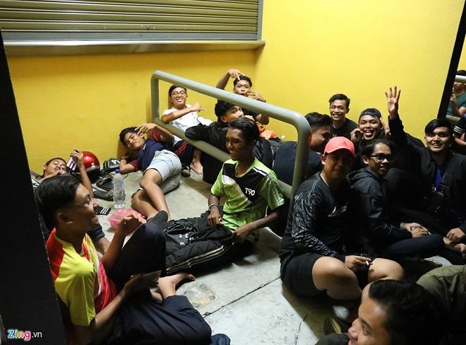 Cận cảnh CĐV Malaysia giẫm đạp nhau để tranh mua tấm vé chung kết AFF Cup 2018  - Ảnh 14