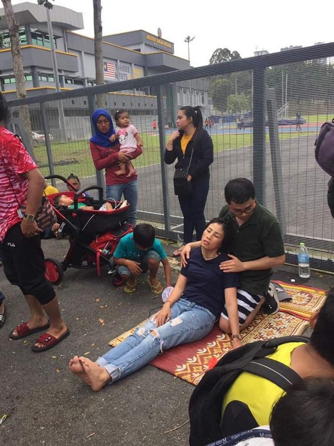 Cận cảnh CĐV Malaysia giẫm đạp nhau để tranh mua tấm vé chung kết AFF Cup 2018  - Ảnh 4