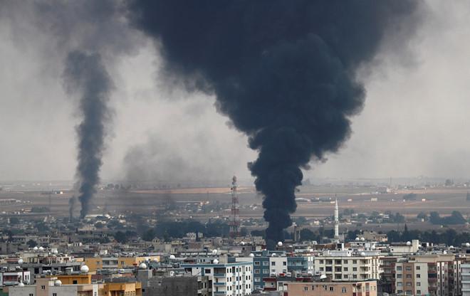 Quân đội Mỹ ném bom tự phá hủy kho đạn dược của mình tại Syria  - ảnh 1