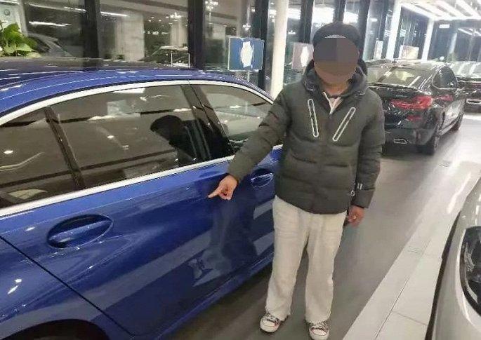 Nam thanh niên phá xe BMW đắt tiền trong cửa hàng để ép bố mua - ảnh 1