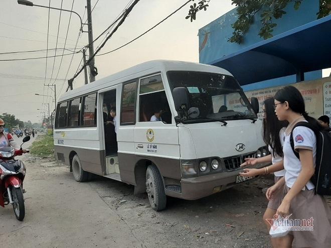 Choáng váng cảnh gần 120 học sinh bị nhồi nhét trên xe buýt đưa đón 60 chỗ - ảnh 1