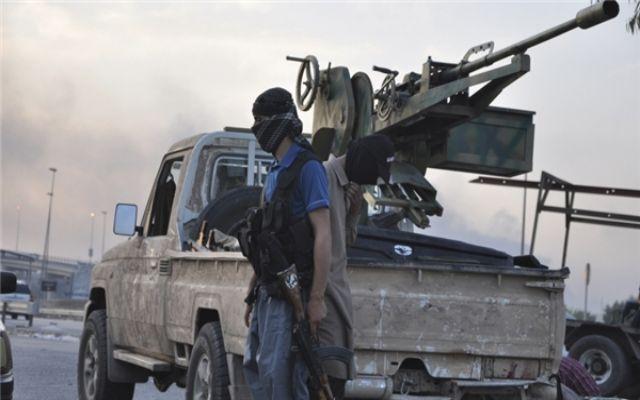 Syria: Phiến quân đánh bom tự sát nhằm vào đồn quân sự, nhiều binh sĩ thiệt mạng - Ảnh 2