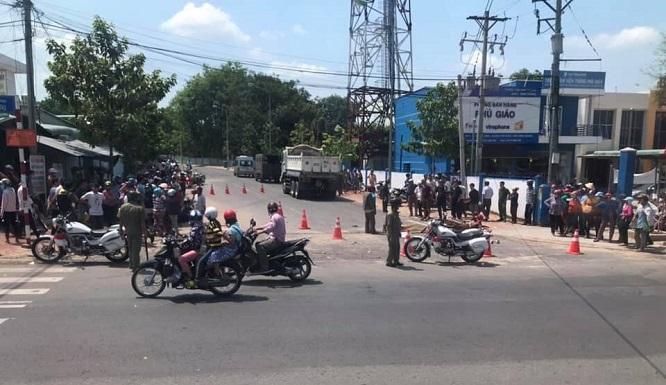Bình Định: Xe CSGT va chạm với xe máy, 1 người tử vong - Ảnh 2
