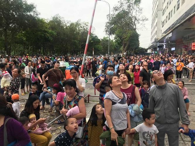 Cháy tại chung cư HH Linh Đàm: Khói đen nghi ngút, người dân hoảng loạn bỏ chạy - Ảnh 2