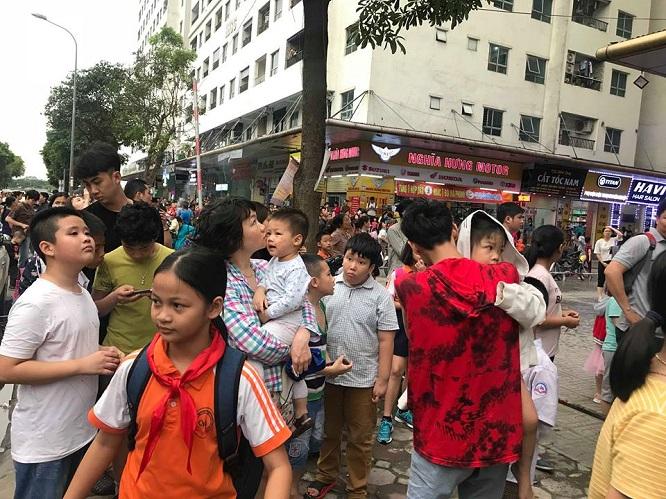 Cháy tại chung cư HH Linh Đàm: Khói đen nghi ngút, người dân hoảng loạn bỏ chạy - Ảnh 3