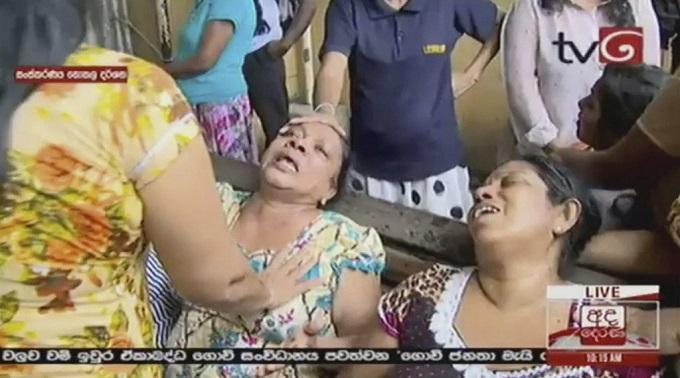 6 vụ nổ liên tiếp xé toạc bình yên tại Sri Lanka: Hiện trường tang thương đầy máu và nước mắt - Ảnh 13