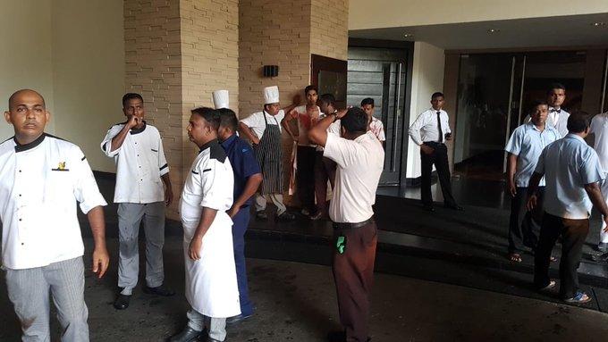 6 vụ nổ liên tiếp xé toạc bình yên tại Sri Lanka: Hiện trường tang thương đầy máu và nước mắt - Ảnh 6