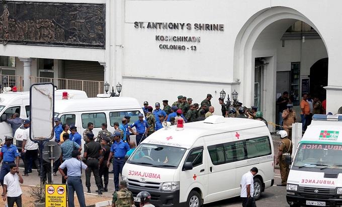 6 vụ nổ liên tiếp xé toạc bình yên tại Sri Lanka: Hiện trường tang thương đầy máu và nước mắt - Ảnh 10