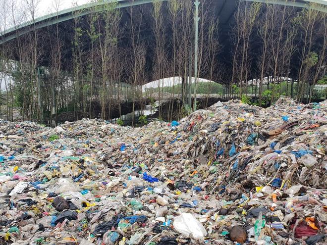 Họp báo vụ 300 xác thai nhi ở nhà máy rác Cà Mau: Phát hiện 9 hũ sành nhưng chưa thể mở - Ảnh 2