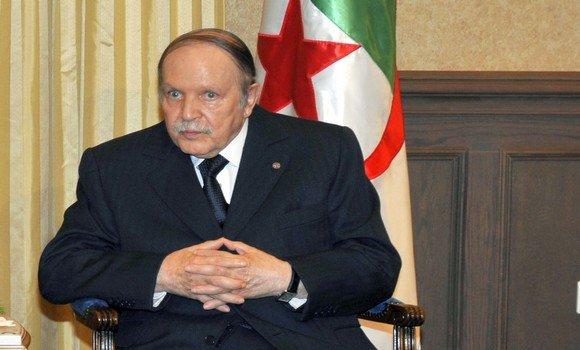 Tổng thống từ chức, người dân Algeria xuống đường ăn mừng - Ảnh 1