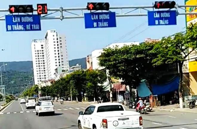 Đà Nẵng: Truy tìm đoàn ô tô ngang nhiên vượt đèn đỏ - Ảnh 1