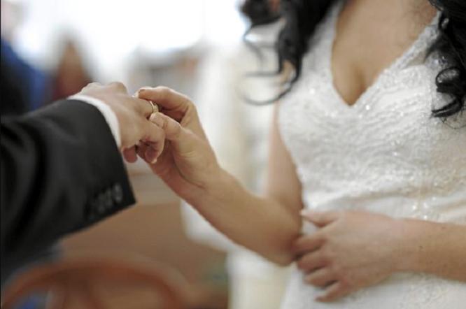 Bắt giữ 50 người trong đường dây dàn xếp kết hôn giả cho người gốc Việt tại Mỹ - Ảnh 1