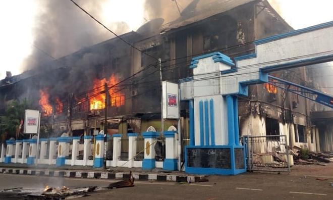 Indonesia: Bạo loạn bùng phát, hơn 250 tù nhân phá tường vượt ngục  - ảnh 1