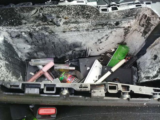 Dầu gội khô bất ngờ phát nổ khiến ô tô thủng nóc, bảng điều khiển bị thổi bay - ảnh 1