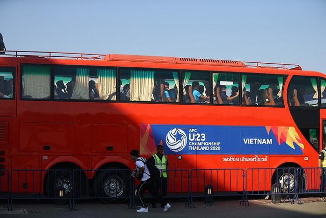 Bị xe của UAE chắn đường, HLV Park Hang-seo cảm thấy không hài lòng - ảnh 1