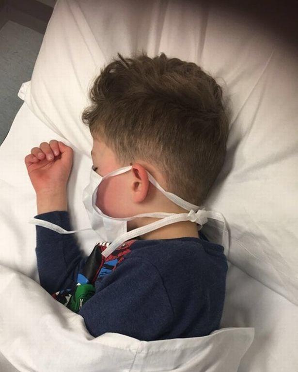 """Người mẹ có con trai 5 tuổi nhiễm Covid-19: """"Đó là trải nghiệm tồi tệ nhất trong cuộc đời tôi"""" - ảnh 1"""