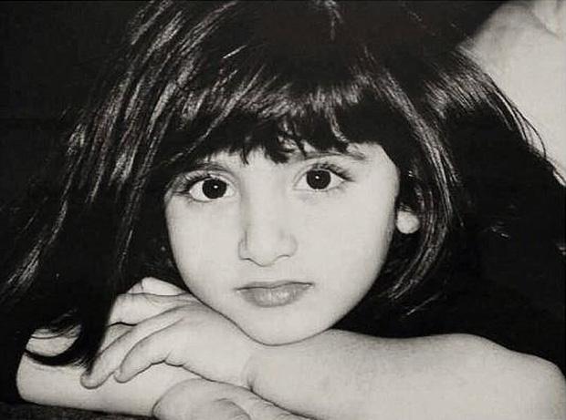 Hình ảnh hồi nhỏ hé lộ nhan sắc cực phẩm của vợ vị Thái Tử đẹp trai, giàu có bậc nhất Dubai - ảnh 1