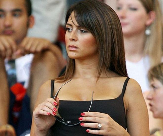 Choáng váng trước bê bối tình ái của thủ quân CLB Chelsea John Terry: Cướp cả vợ bạn thân - ảnh 1