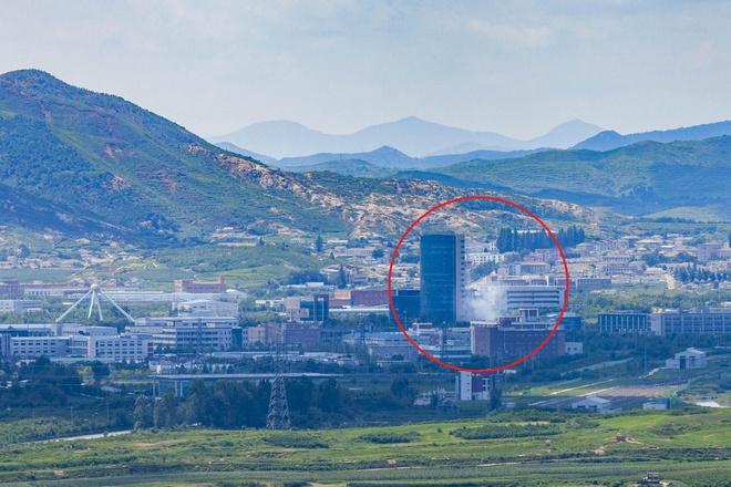 Yonhap: Triều Tiên bất ngờ đánh sập văn phòng liên lạc chung với Hàn Quốc - ảnh 1