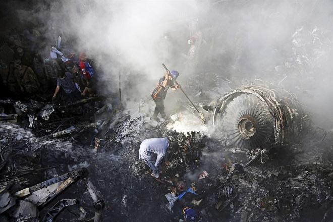 Vụ rơi máy bay làm 97 người chết thảm tại Pakistan: Hé lộ nguyên nhân bất ngờ - ảnh 1