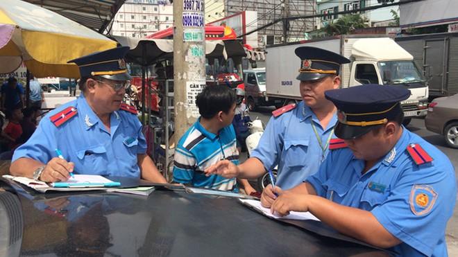Nhận hối lộ hơn 6 tỷ đồng, nhóm cán bộ thanh tra giao thông Hà Nội hầu tòa - ảnh 1