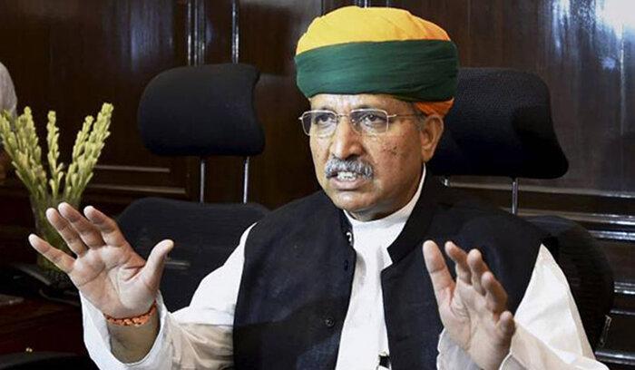 Bộ trưởng Ấn Độ nhiễm Covid-19 ngay sau khi quảng cáo bánh đa chống virus - ảnh 1