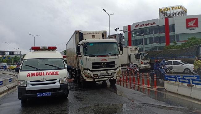 Đà Nẵng: Xe tải cuốn xe máy vào gầm, cụ bà 69 tuổi tử vong tại chỗ - ảnh 1