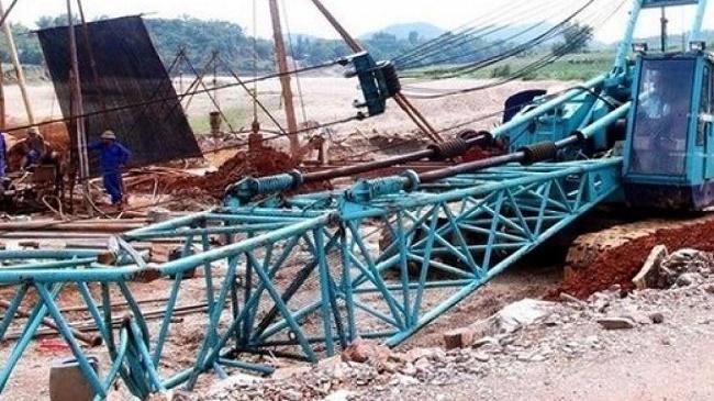 Cà Mau: Giải cứu xe tải, nam công nhân bất ngờ bị cần cẩu đập vào đầu tử vong - ảnh 1