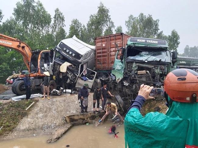 Tin tức tai nạn giao thông mới nhất hôm nay 29/11/2019: Đâm vào xe tải, 2 thanh niên tử vong - ảnh 1